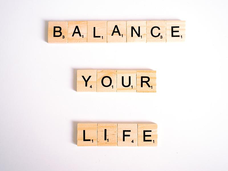 Die Generation Z strebt unter anderen nach einer guten Work-Life-Balance und einer zufriedenstellenden Beantwortung der Sinnfrage.