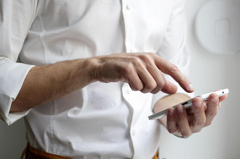 Eine Bewerbung muss für die Generation Z auch ganz einfach via Smartphone – eben mit einem Klick -möglich sein.