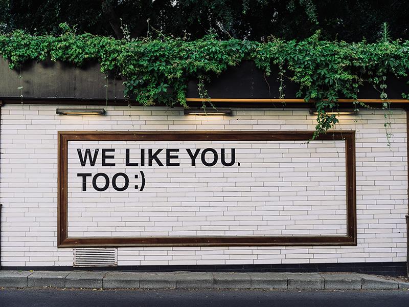 Social Media Recruiting = Personalbeschaffung über soziale Netzwerke; dabei werden Nutzer direkt und aktiv angesprochen.
